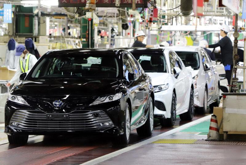 «Деньги потратят»: многомиллионная закупка автомобилей для чиновников одобрена
