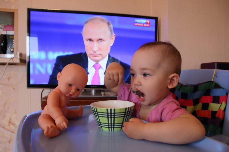 Владимир Путин: Детям по 10 тысяч рублей к 1 июня