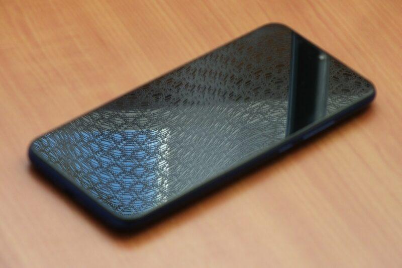 В Роспотребнадзоре заявили, что от смартфона можно заразиться коронавирусом