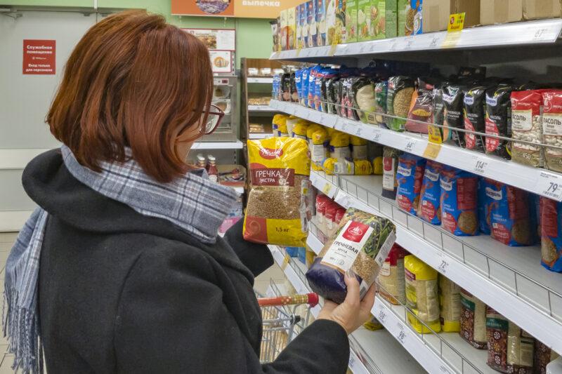 Из-за коронавируса в Волжском волонтеры доставляют еду и лекарства пожилым
