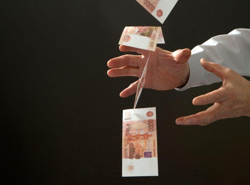 Полмиллиона не доплатил своим сотрудникам коммерсант в Волгоградской области