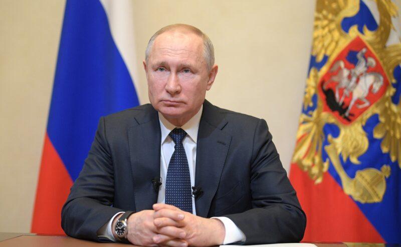 Путин заявил о переносе даты голосования за поправки