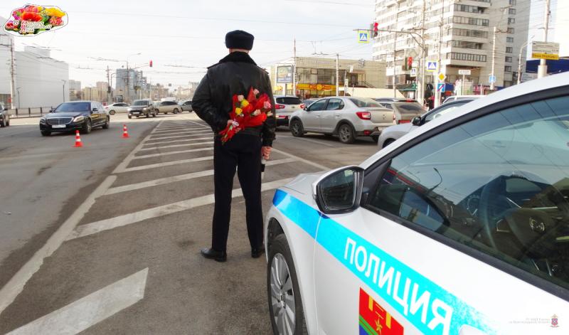В Волгограде на дороги вышел «цветочный патруль»