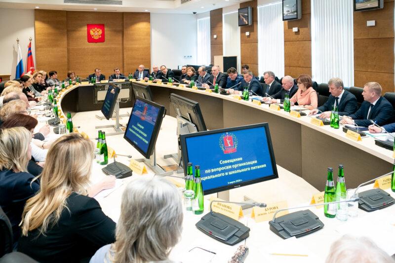 Бочаров передает школьное питание монополистам