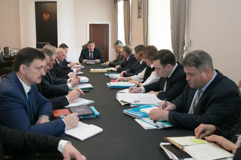 Бочаров предложил ограничить работу общественного транспорта и усилить контроль за соблюдением карантина приехавшими из-за рубежа