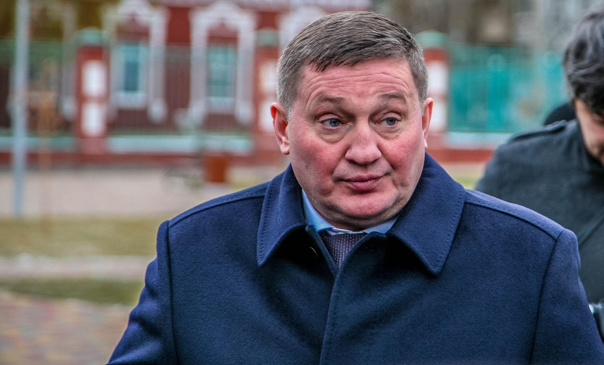 В Сети вновь упрекают Андрея Бочарова за отказ отчитаться перед депутатами