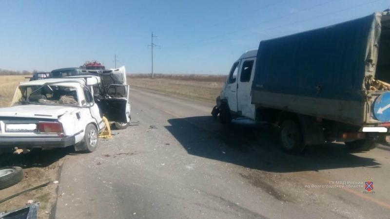 «Выезжал с обочины»: под Волгоградом газелист протаранил ВАЗ