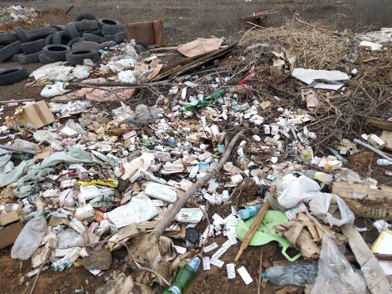 Огромную и опасную свалку лекарств обнаружили на окраине Волгограда