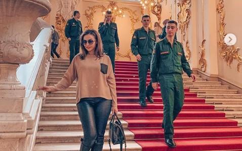 42-летняя Анфиса Чехова взбудоражила Эрмитаж