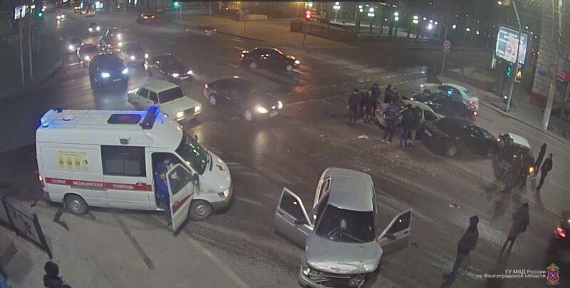 Массовая авария на Комсомольской попала на видео