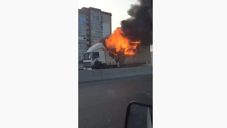На улице Колосовой выгорела фура