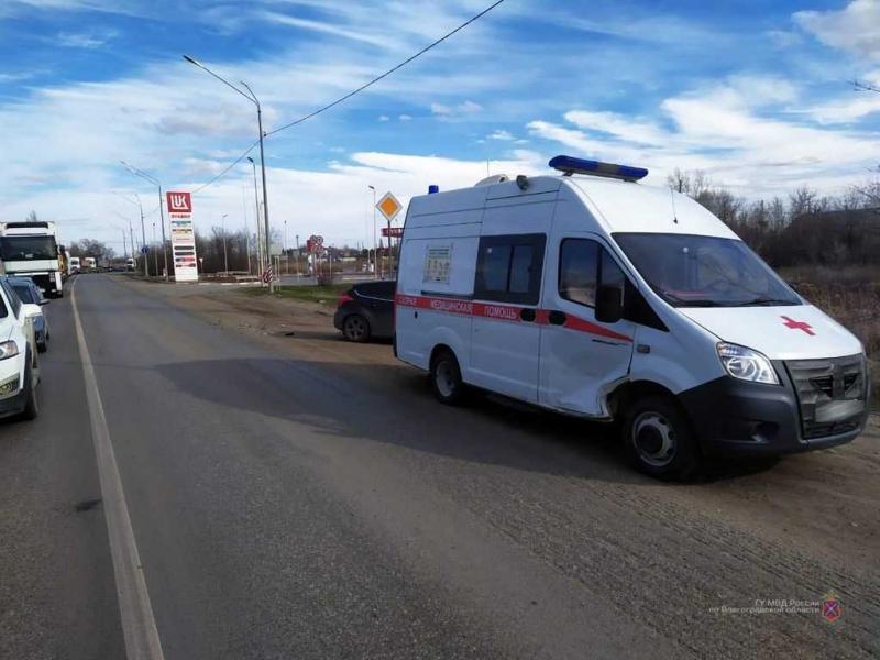 В Советском районе «Форд Фокус» протаранил карету «скорой помощи»