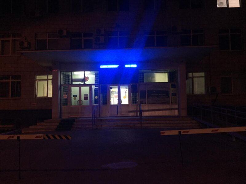В Волгограде поликлинику №3 на 1,5 часа заблокировали из-за пациента с подозрением на коронавирус