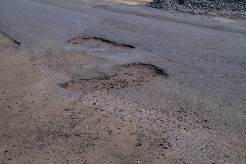 На улице Ткачева начался дорожный ремонт
