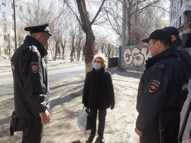 Полицейские напоминают волгоградцам о самоизоляции
