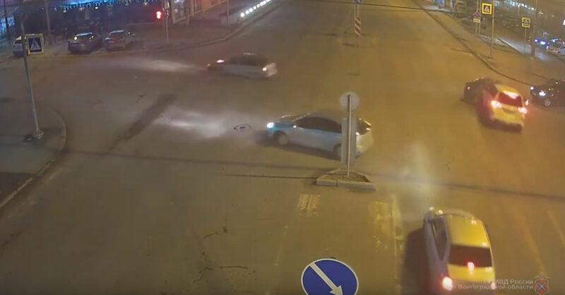 В такси без автокресла: малыш пострадал в ДТП в центре Волгограда