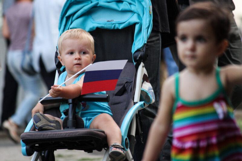 Больше 100 сирот раздали в семьи Волгоградской области… на время и за деньги