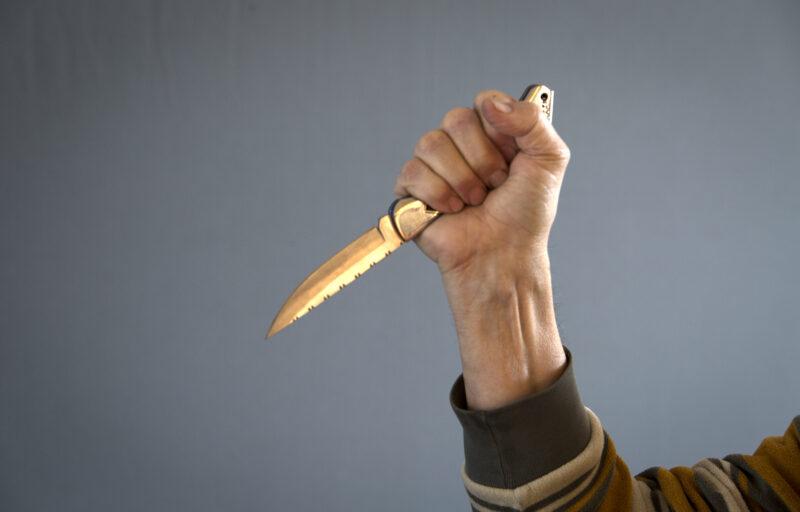 Молодой волгоградец кухонным ножом изувечил детей своей возлюбленной