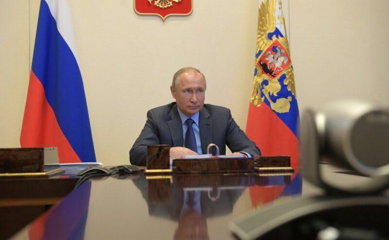 Путин поручил разработать новые меры поддержки семей и бизнеса