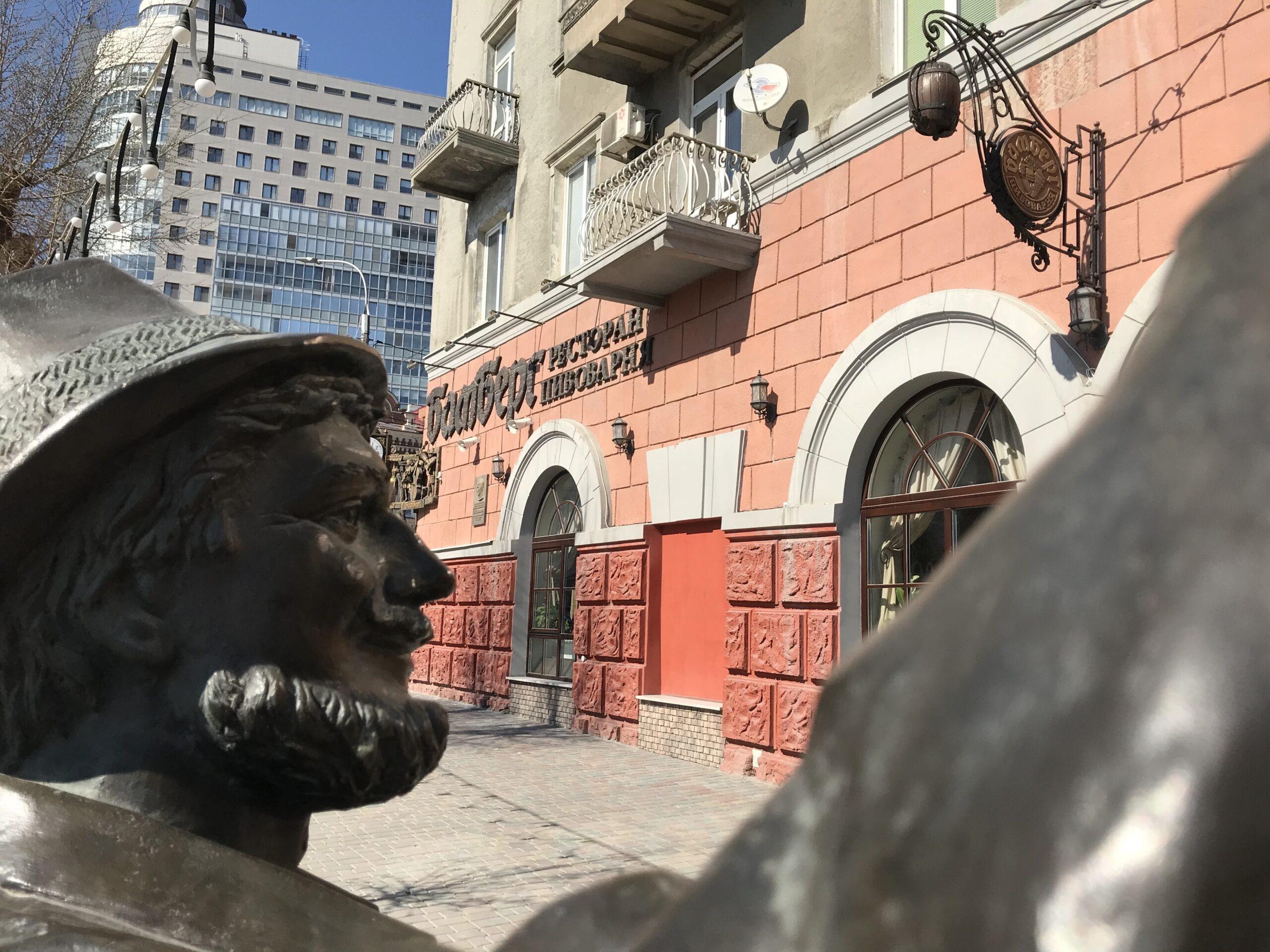 """Ветерана ВОВ возмутило соседство немецкого ресторана """"Бамберг"""" с памятником жертвам бомбардировки Сталинграда"""
