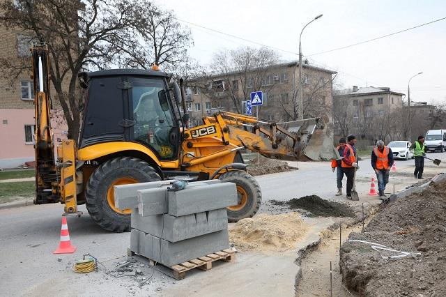 На улице Калининградской в Волгограде начался дорожный ремонт