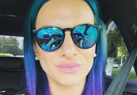 37-летняя Елена Исинбаева выкрасила волосы в синий цвет