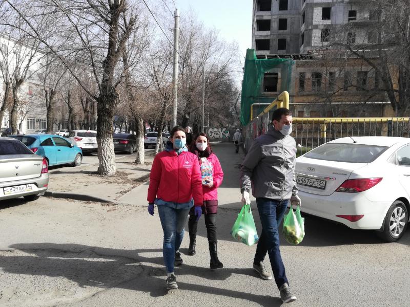 «Сидите дома!»: как волонтеры помогают пенсионерам не нарушить режим самоизоляции