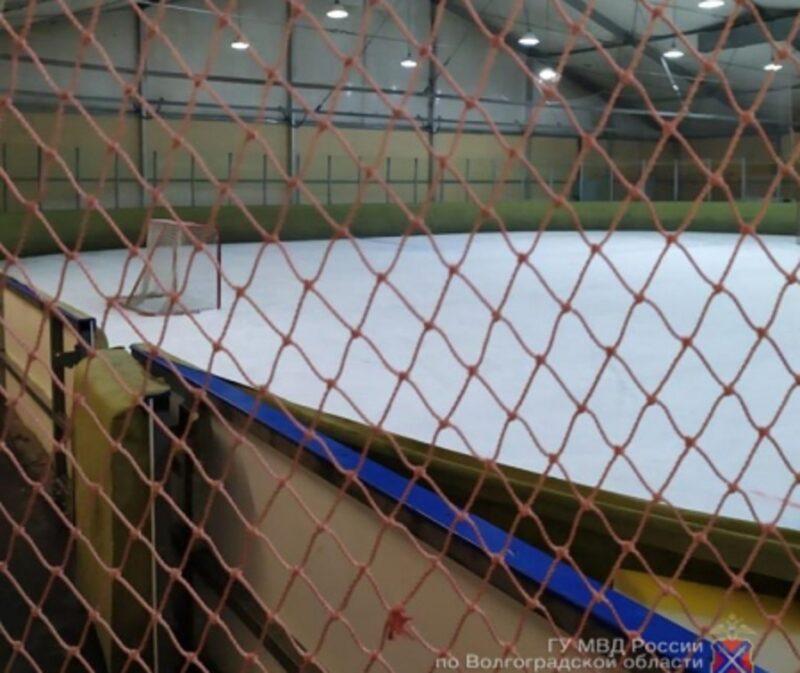 Жители Кировского района встали на сторону продолжившего работать после запрета ледового катка