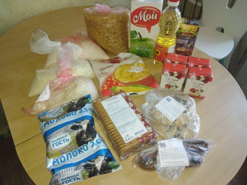 Волгоградским школьникам выдают вторую партию продуктовых наборов