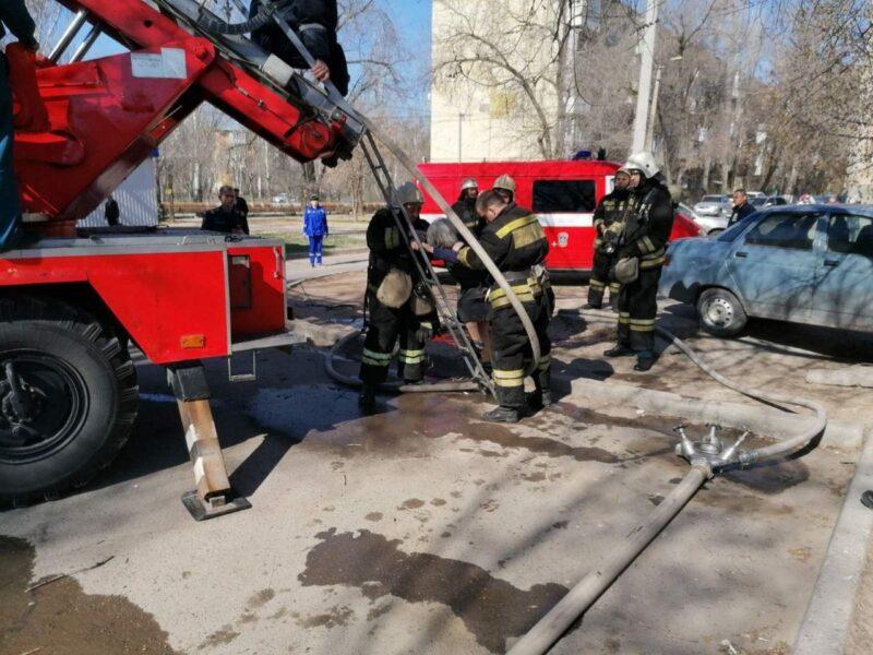 Пожарные спасли из огня 10 волжан