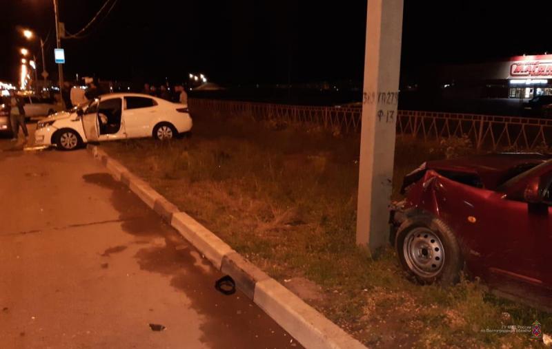 В Волжском 21-летний водитель пострадал, нарушив ПДД
