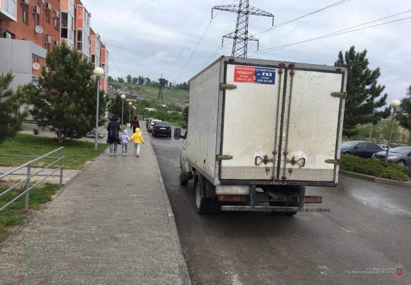 Сдавал задом: грузовик сбил 86-летнюю волгоградку