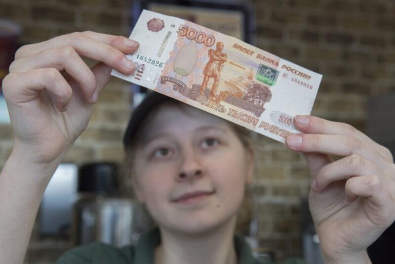 25-летний волгоградец расплатился за еду фальшивками