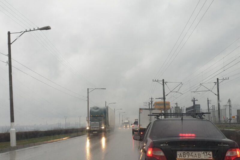 На мост Волжской ГЭС до конца лета запретят въезжать фурам