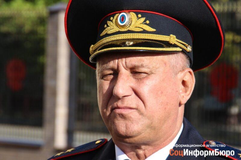 Начальник волгоградской полиции Александр Кравченко организовал проверку по факту прогулки депутата с боевым орденом на груди