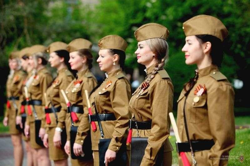 В Волгограде сняли видео про уникальный взвод девушек регулировщиц