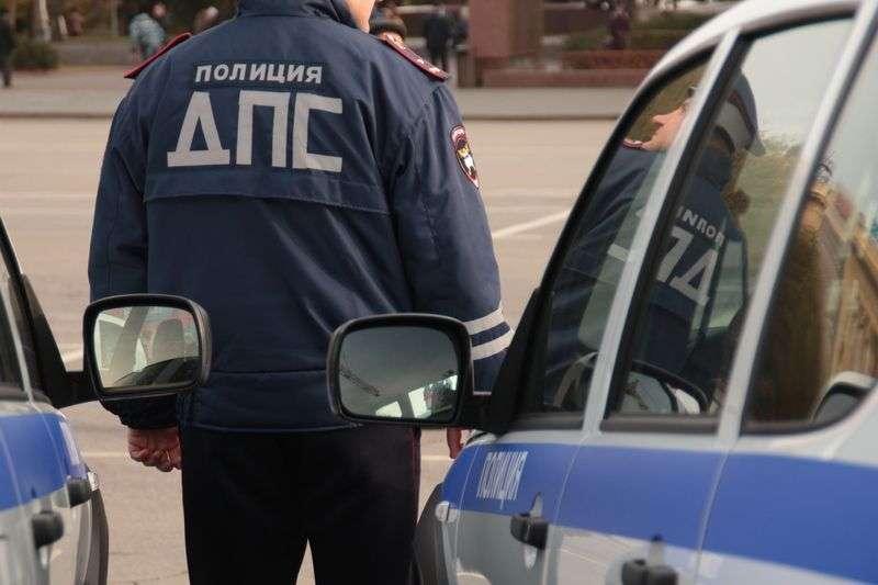 Под Волгоградом запасное колесо грузовика повредило две легковушки