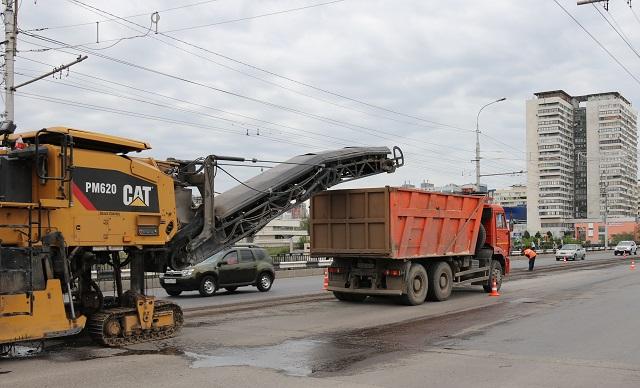 В Волгограде продолжается ремонт на Астраханском мосту