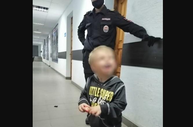 В Волгограде разыскивают женщину в джинсах цвета «хаки», бросившую сына на улице