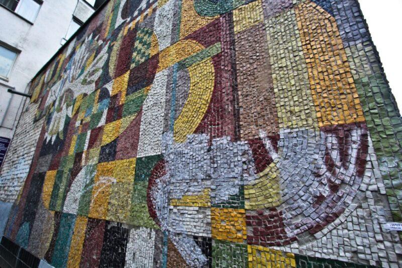 Мозаичное панно в Волжском восстановит московская фирма