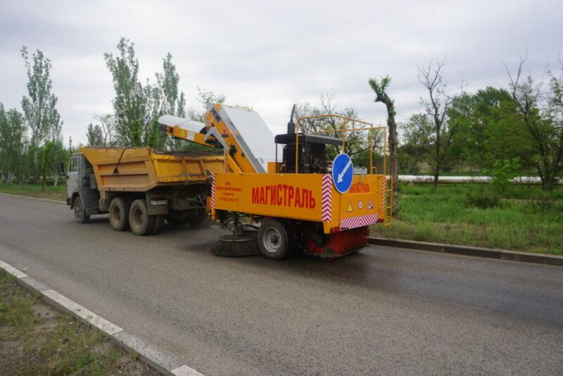 По Волжскому разъезжает уборочная машина за 6 миллионов