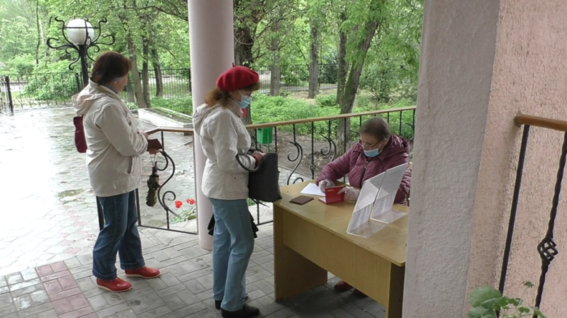 Где получить бесплатные маски и перчатки в Волжском?