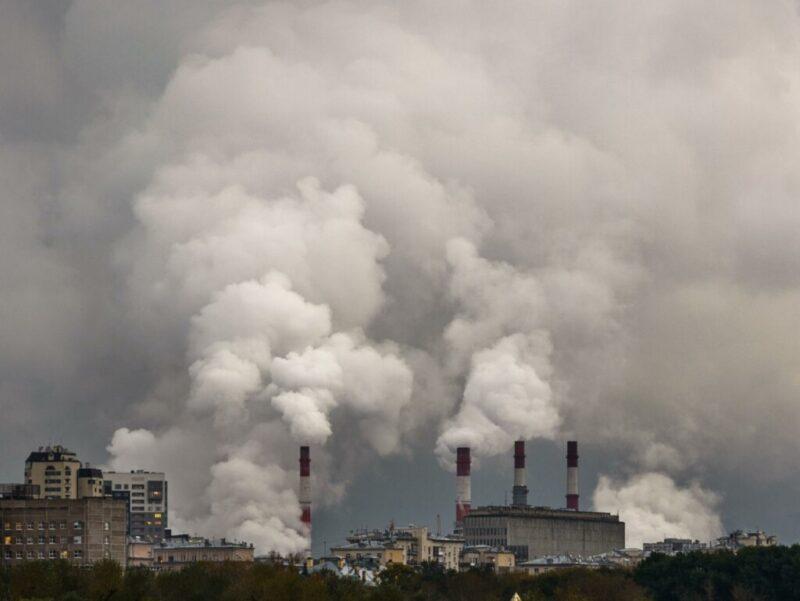 Жители Волжского снова надышались опасными выбросами