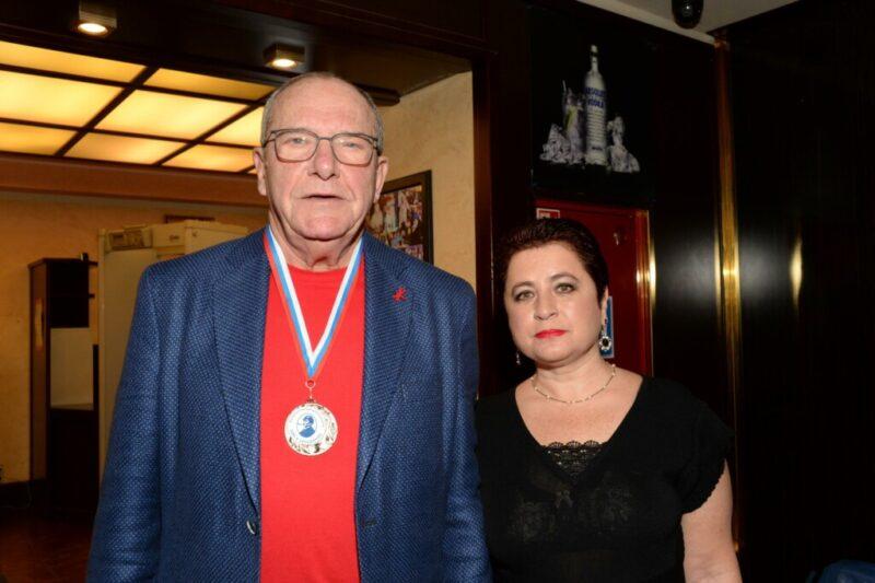 «Такие булочки»: Виторган показал свою 58-летнюю супругу и дочерей в купальниках