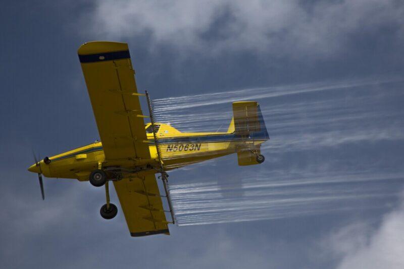 Волгоградскую область обрабатывают с помощью авиации