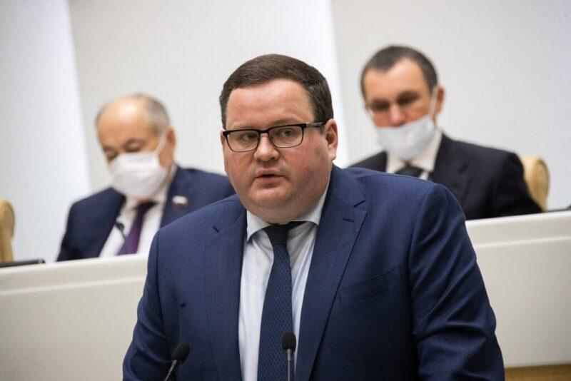 Идите работать: Минтруд не поддержал предложение о выплате 10 тыс. рублей детям от 16 до 18 лет