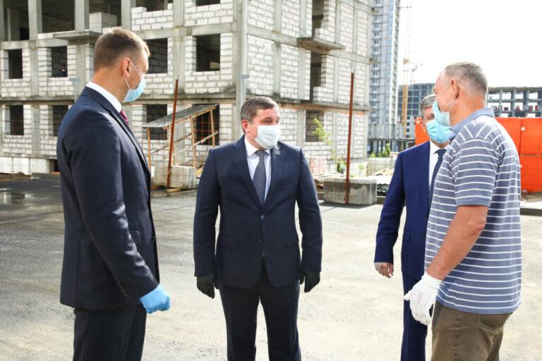 Бочаров рассказал, когда в регионе восстановят права дольщиков