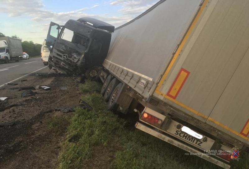 Вылетел в фуру: ростовчанин на «Camry» скончался на трассе под Волгоградом
