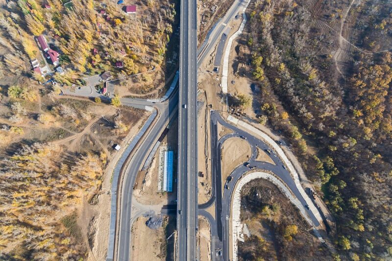 «Прилетел на вертолете»: вторую очередь моста через Ахтубу открыл министр транспорта
