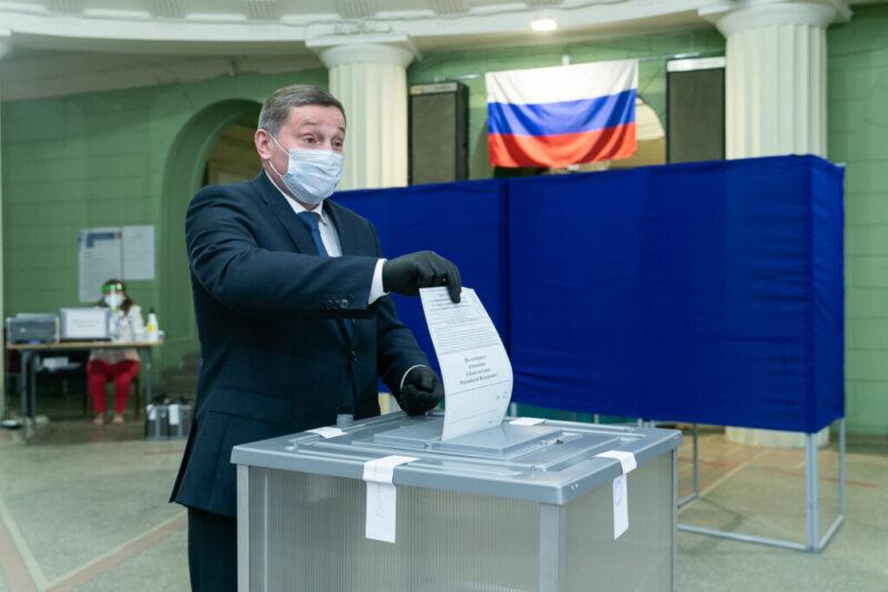 За или против поправок в Конституцию? Бочаров рассказал, как проголосовал
